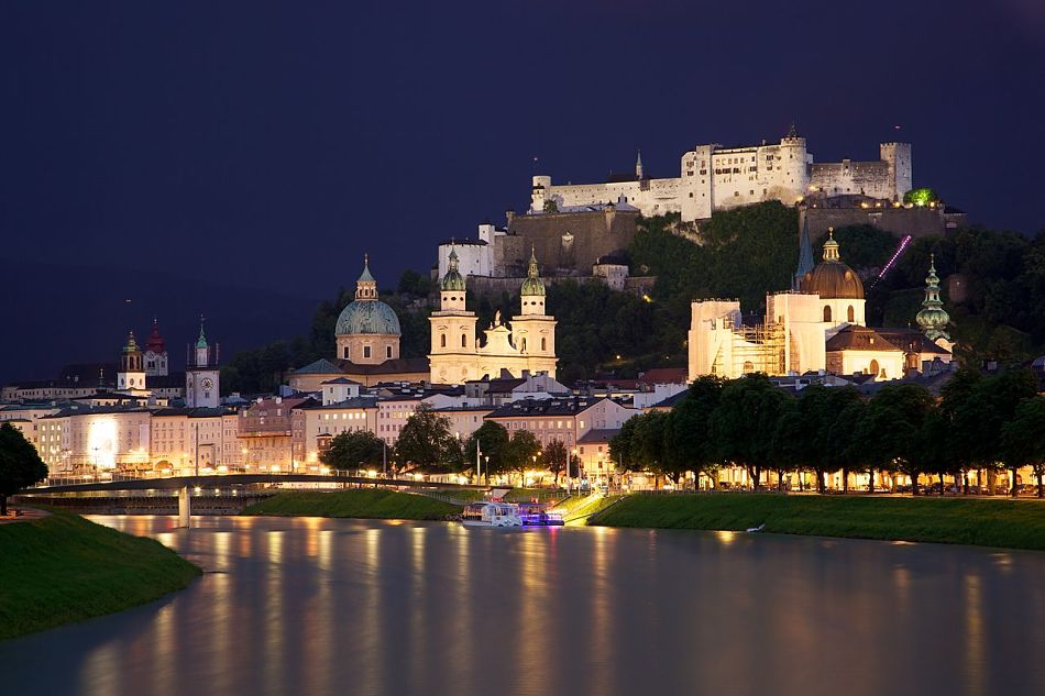 1280px Old Town Salzburg across the Salzach river opt